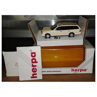 絕版 90年代 Herpa 1/43 平治 Mercedes-Benz E200 T 歐洲的士 1盒