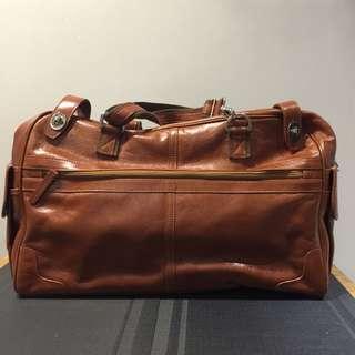 啡色真牛皮型格旅行袋 可斜背 男女合用 99%新