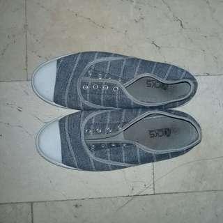 Kicks! Shoes. Pink and Gray ❤