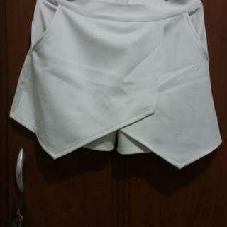Rok Celana Pendek Putih