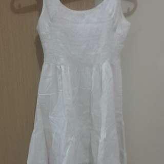 White dress putih