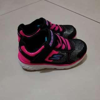 Sepatu Skechers hitam size US 7, Eur 22.5