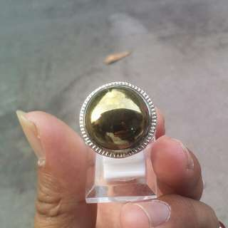 Cincin besi kuning