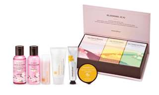 Innisfree blooming juju VIP Gift Set
