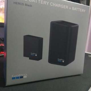 Dual battery charger + battery (GoPro)