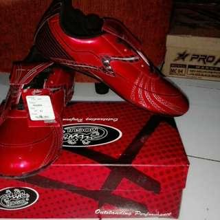 Sepatu futsal mogul ori