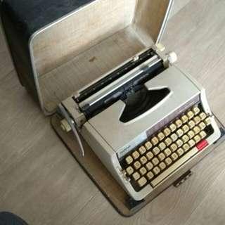 Brother 六十年代懷舊打字機