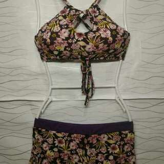 Two  piece  swimsuit  With  pads