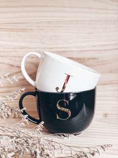 """Coffee, Tea or Me"" Mug set"