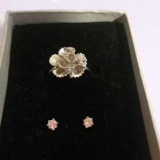 一對粉紅水晶耳環 和一隻 銀色 花戒指