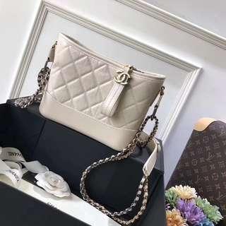 Chanel 原廠皮白色斜背包😍😍