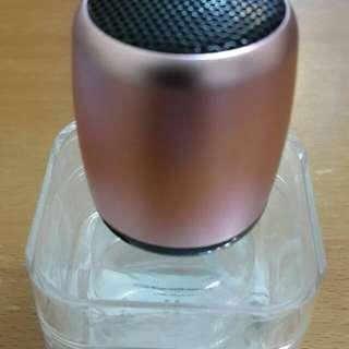 出售全新的色靚聲藍牙喇叭(32mm直徑 x40mm高)