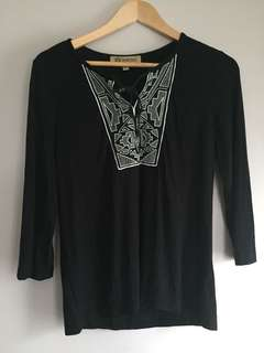 Democracy embroidered 3/4 knit top size S 3/4 sleeve keyhole stretch in excellent condition.