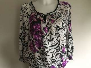 White House Black Market blouse size S in excellent