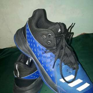 Selling adidas basketball shoes original. Old price 9,000 and now 3,500