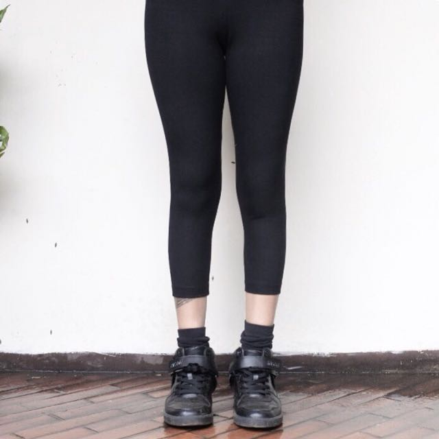 7/8 All black legging