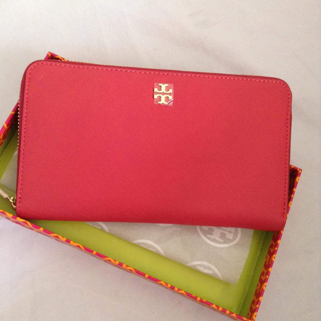 Aurhentic Tory Burch Zippy Long Wallet