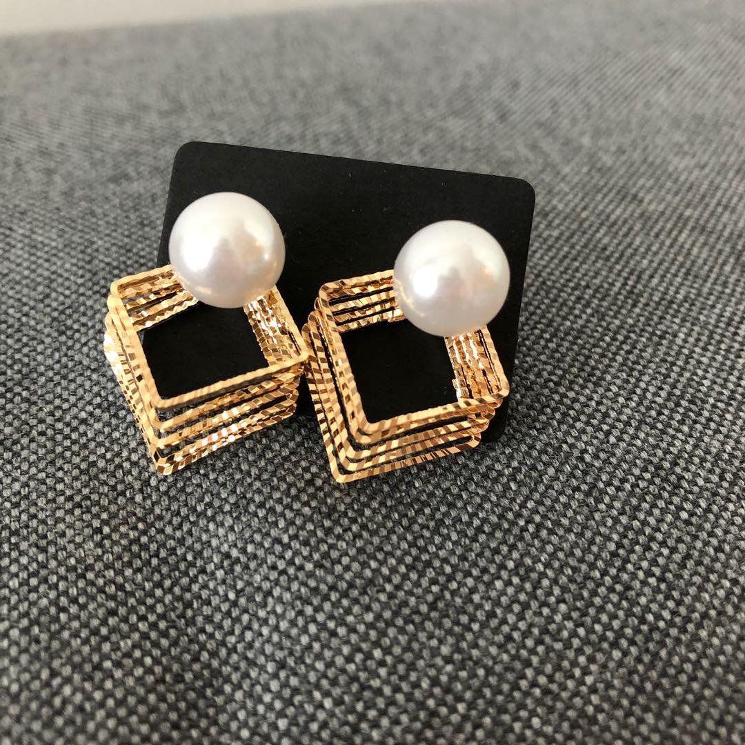Brand new elegant 3D faux pearl earrings