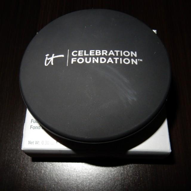 It Cosmetics Celebration Foundation - Light