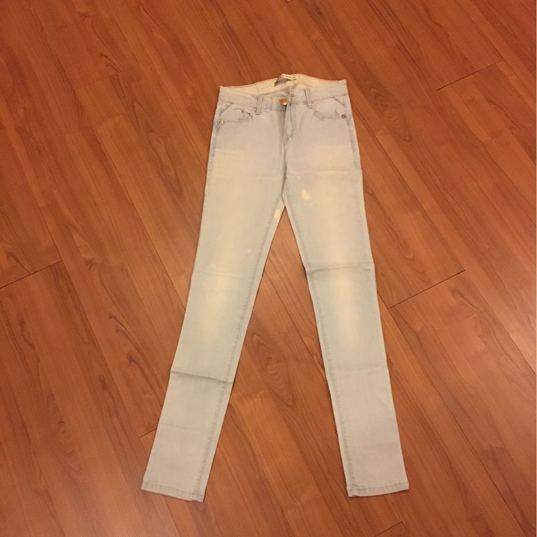 Jeans biru muda stradivarius size 34