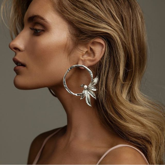 Kitte earrings silver