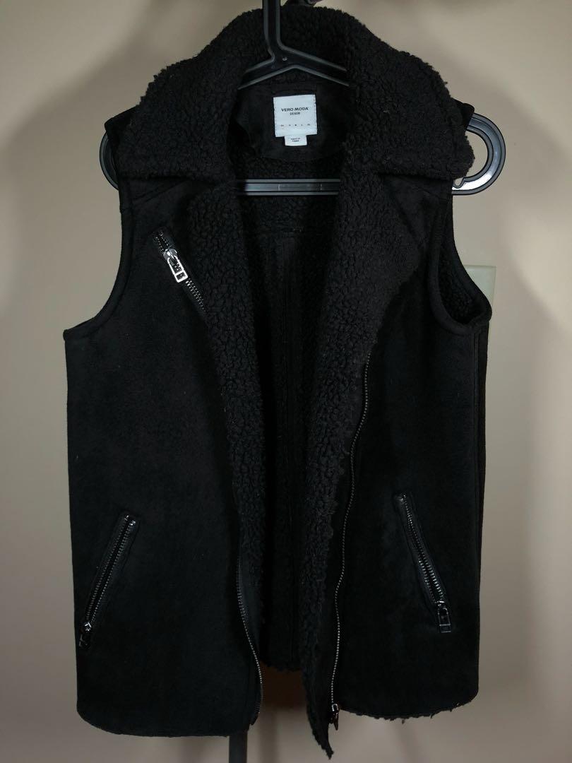 Mendocino Vero Moda black shearling vest