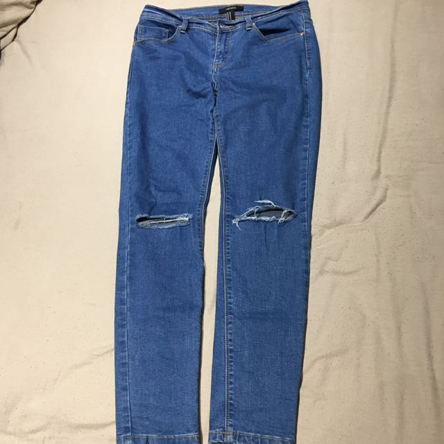 Mid rise jeans with knee holes
