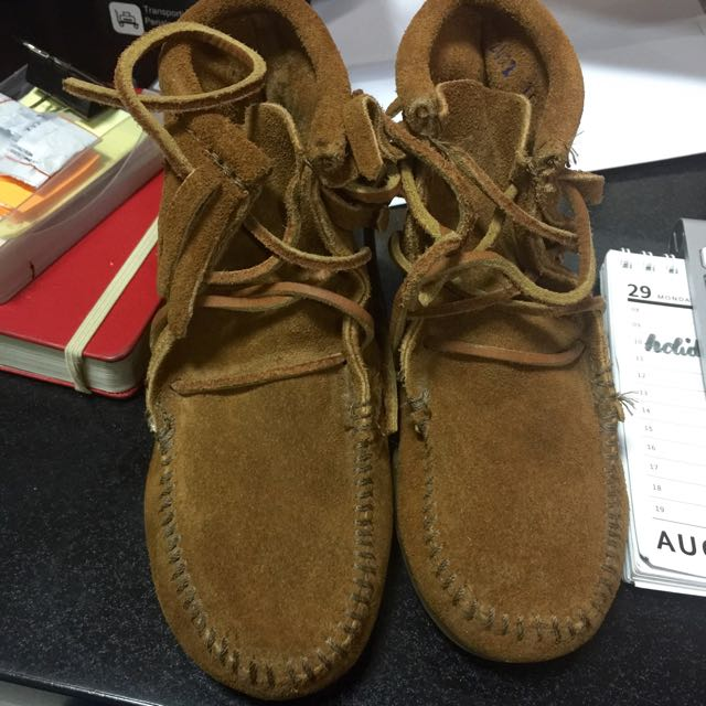 Minnetonka Brown Suede Fringe Ankle Boots