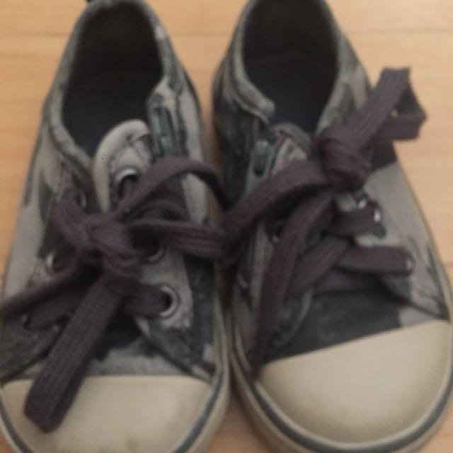 preloved toddler shoes(original gap)