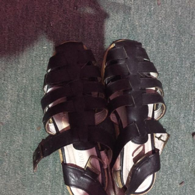 Sandal hitam gladiator