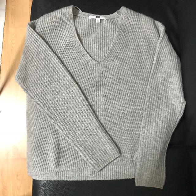 Uniqlo Cashmere Blend V Neck Sweater