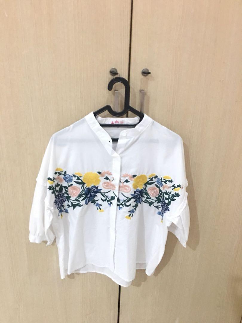 White blouse bordir