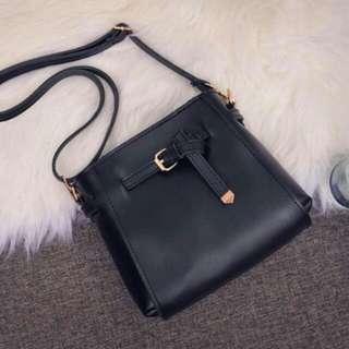 BLACK SMALL SLING BAG