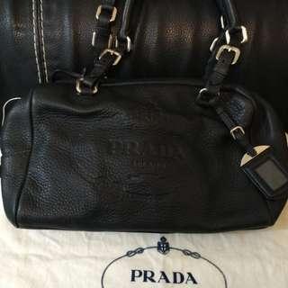 法國名牌PRADA羊皮厚皮手袋100%真可上肩膊98%新原價8000大减價最後大減價
