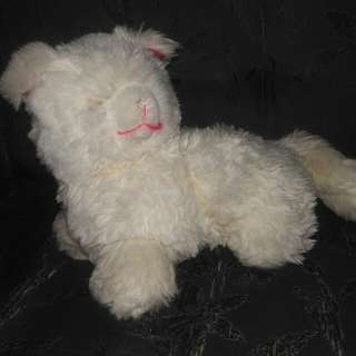 Boneka kucing putih