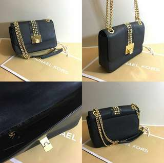 Incoming stocks Michael Kors Medium Shoulder Flap Bag in Black