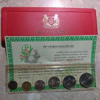 1987-Unc coin set.