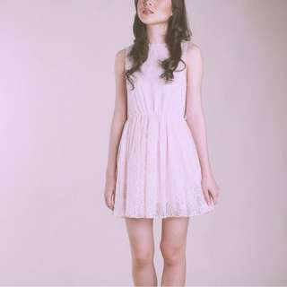 Lace dress in light pink