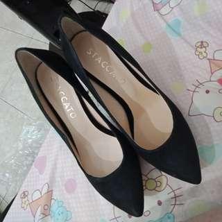 Sepatu stacatto