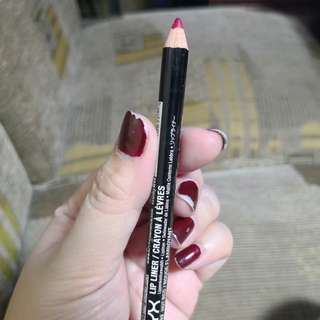 NYX Lip liner in HOT RED/ROUGE FLAMBOYANT