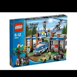全新未開盒 Lego 4440 Forest Police Station City 城市系列 (12年出產)