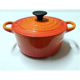(七成新)法國Le Creuset橘色16公分圓形16cm電磁爐可用1.3L雙耳鑄鐵鍋湯鍋