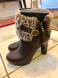 UGG Scarlet size 5.5 brown booties