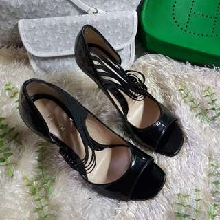 Authentic Fendi Black Patent Leather With Garter Straps Peep Toe Pumps Size 35 1/2 also fits to size 36