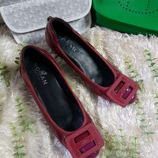 Authentic Hogan In Distressed Red Maroon Patent Leather With Acrylic Hogan Logo Chunky Heel Pumps Size 37