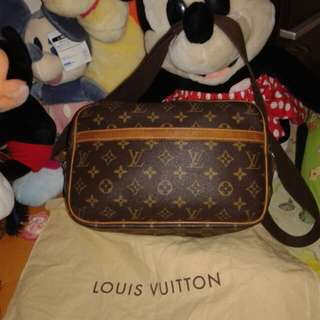Louis Vuitton Monogram Reporter