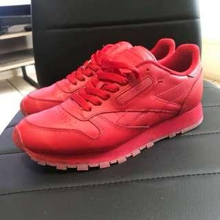 Reebok Reds - Size 7