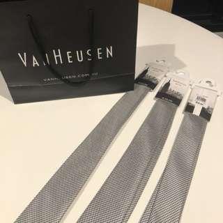 Brand new Van Heusen ties x3