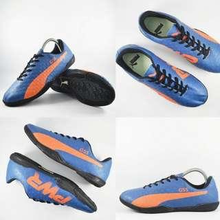 Sepatu futsal puma g5s
