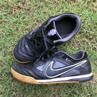 Nike Gato futsal shoes 6.5UK